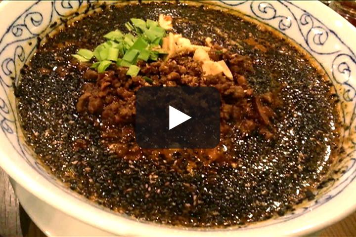 万豚記(ワンツーチィー)の黒ごま担々麺